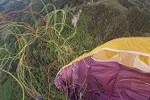 突发意外!法男子玩滑翔伞时被绳子缠绕急坠20秒