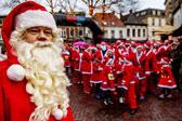 荷兰圣诞老人们的赛跑