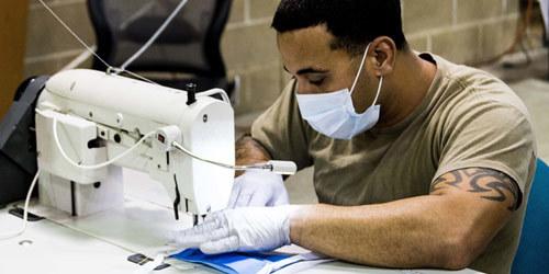 特种兵变缝纫工:美国陆军特种部队开始生产医用口罩