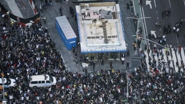 纽约民众抗议警察暴力执法进入第四天